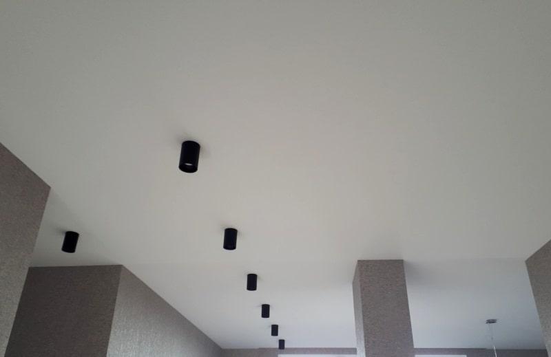 Бесшовный натяжной потолок №3