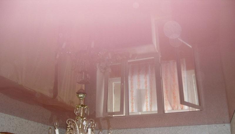 Глянцевый натяжной потолок №2