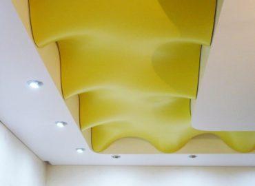 Криволинейный натяжной потолок №1