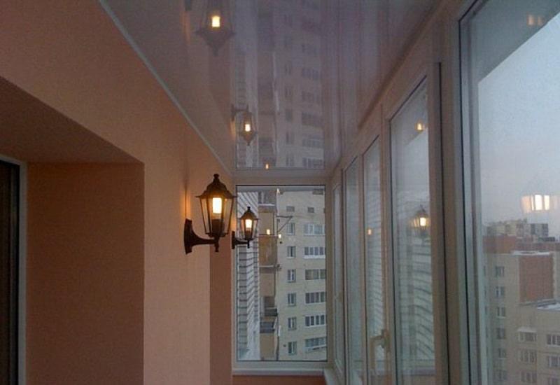 Натяжной потолок на балконе №2