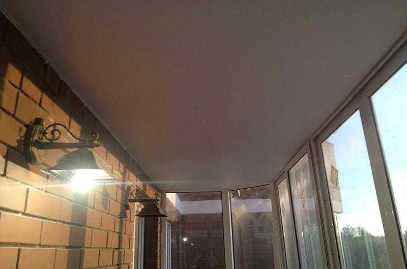 Натяжной потолок на балконе №3