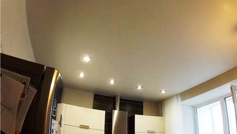 Натяжной потолок на кухню №1