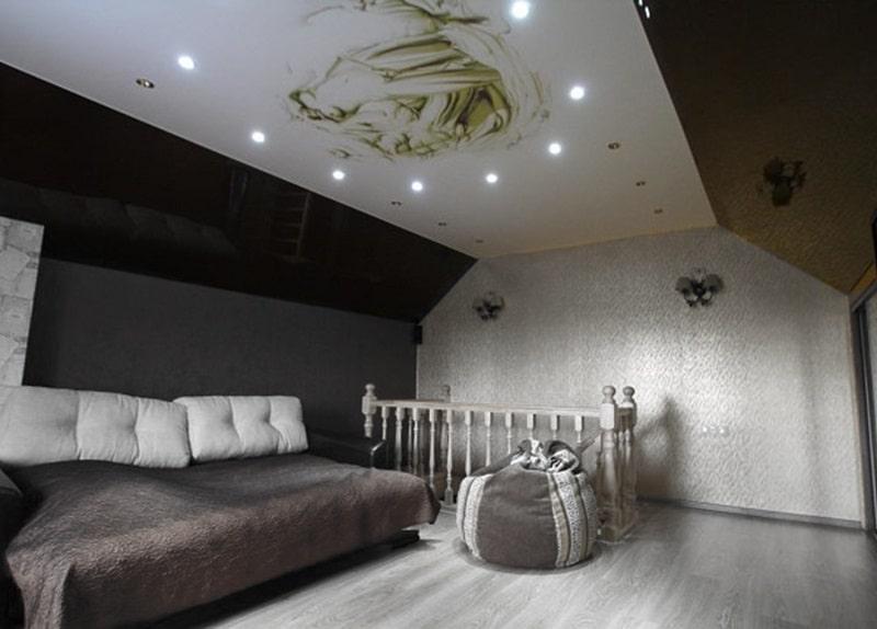 Натяжной потолок на мансарде №6