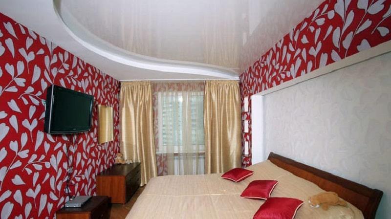 Натяжной потолок в маленькой комнате №3
