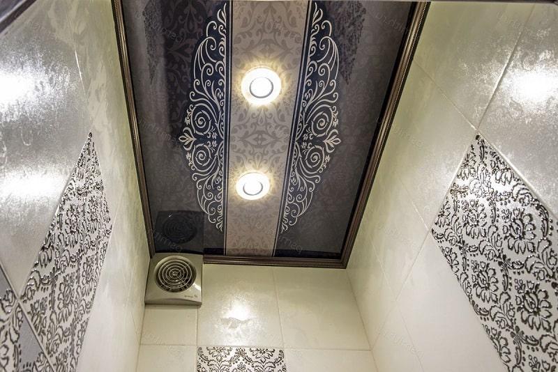 Натяжной потолок в туалете №1