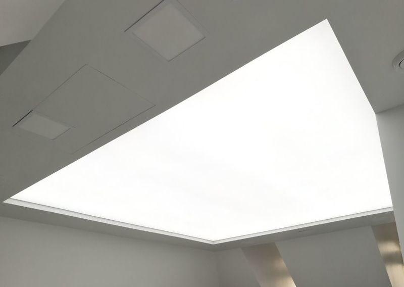 Полупрозрачный натяжной потолок №1
